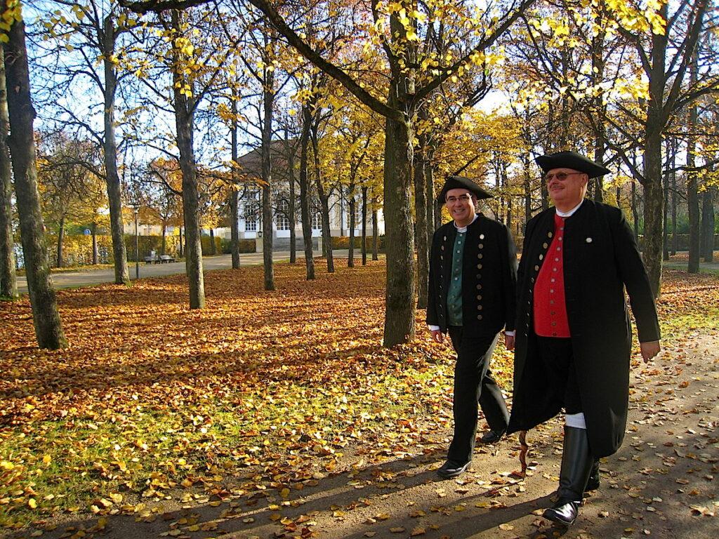 Männer in historischen Kostümen