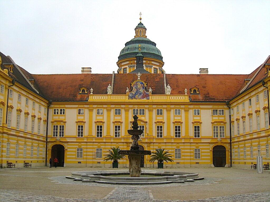 Der Klosterurlaub in der Wachau führt ins Stift Göttweig