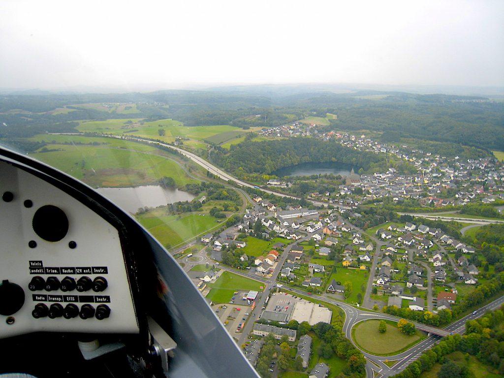 Top 5 – Die schönsten Eifel-Erlebnisse - Vulkaneifel Blick aus dem Cockpit