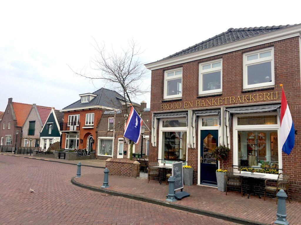 Der Fischerort Urk liegt an am IJsselmeer