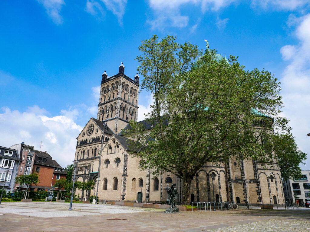 Neuss zählt zum Hansebund der Neuzeit; daher startet der Hanseradweg in der Stadt.